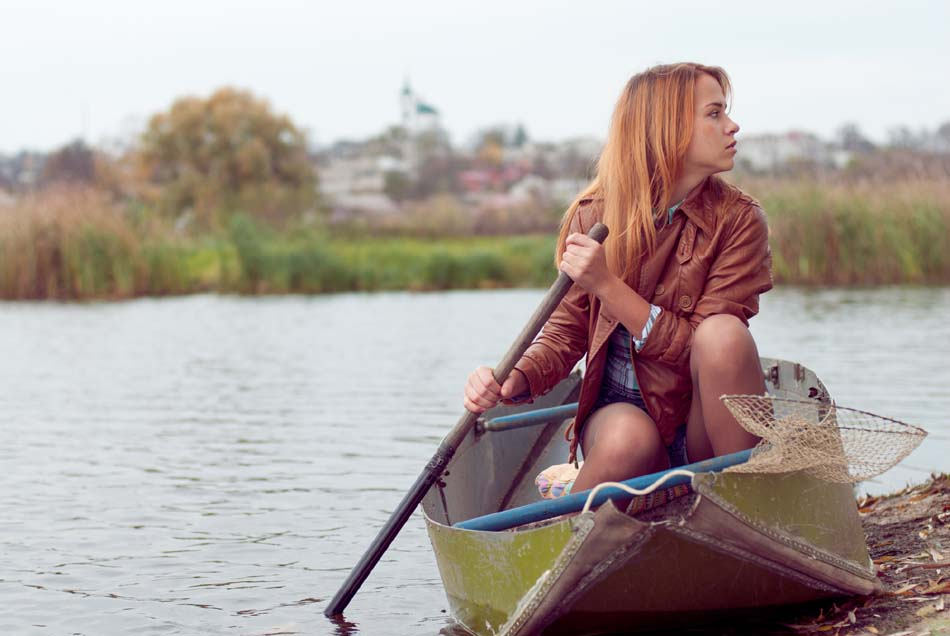 a pic of someone rowing their boat for their emotional eating treatment